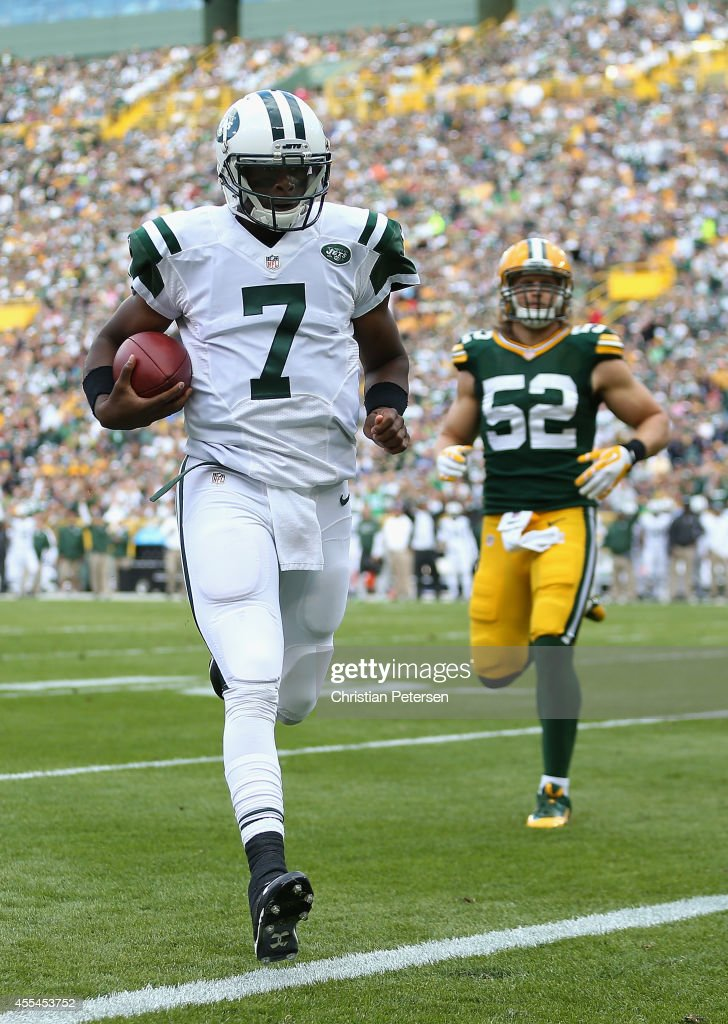 Quarterback <a gi-track='captionPersonalityLinkClicked' href=/galleries/search?phrase=Geno+Smith&family=editorial&specificpeople=6379793 ng-click='$event.stopPropagation()'>Geno Smith</a> #7 of the New York Jets rushes for one yard to score against the Green Bay Packers in the first quarter during the NFL game at Lambeau Field on September 14, 2014 in Green Bay, Wisconsin.