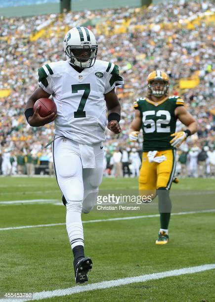 Quarterback Geno Smith of the New York Jets rushes for one yard to score against the Green Bay Packers in the first quarter during the NFL game at...