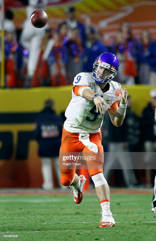 Quarterback <a gi-track='captionPersonalityLinkClicked' href=/galleries/search?phrase=Grant+Hedrick&family=editorial&specificpeople=7159943 ng-click='$event.stopPropagation()'>Grant Hedrick</a> #9 of the Boise State Broncos throws a pass against the Arizona Wildcats during the fourth quarter of the Vizio Fiesta Bowl at University of Phoenix Stadium on December 31, 2014 in Glendale, Arizona.