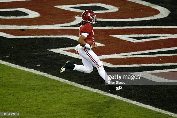 Quarterback Jalen Hurts of the Alabama Crimson Tide runs for a 30yard touchdown during the fourth quarter against the Clemson Tigers in the 2017...