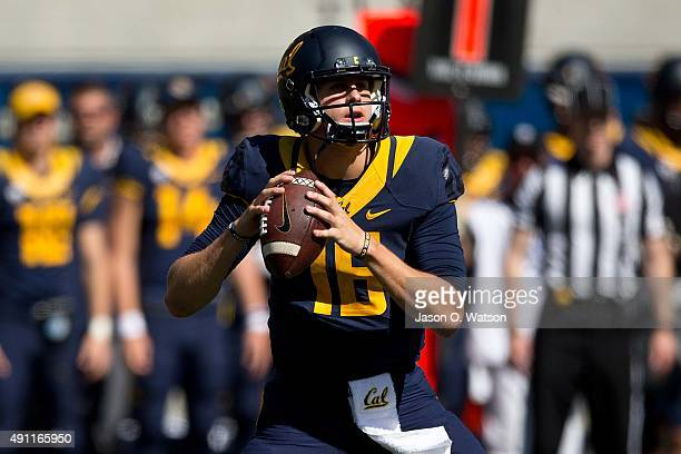 Quarterback Jared Goff of the California Golden Bears stands in the pocket against the Washington State Cougars during the second quarter at...