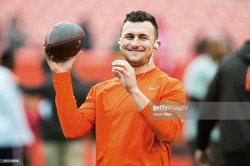 Quarterback Johnny Manziel of the Cleveland Browns warms up prior to the game against the San Francisco 49ers during the first half at FirstEnergy...