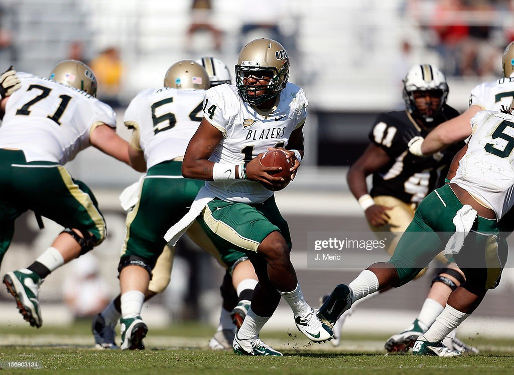 Quarterback Jonathan Perry #14 of the Alabama Birmingham Blazers looks to hand the ball off against the Central Florida Knights during the game at Bright House Networks Stadium on November 24, 2012 in Orlando, Florida.