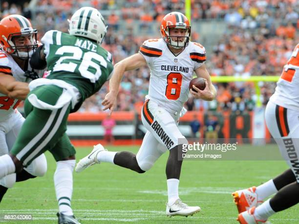 Quarterback Kevin Hogan of the Cleveland Browns carries the ball in the fourth quarter of a game on October 8 2017 against the New York Jets at...