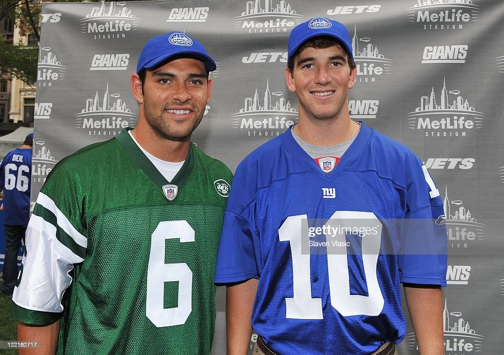 ... Quarterback Mark Sanchez of the New York Jets and quarterback Eli  Manning (R) of ... d86db04bf