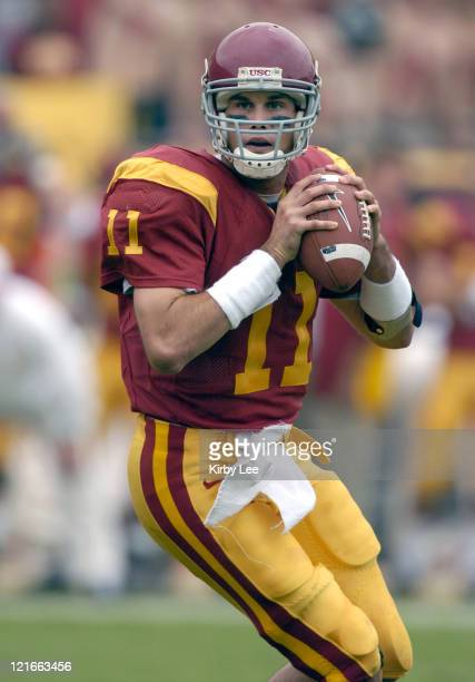 USC quarterback Matt Leinart drops back to pass during 457 victory over Arizona State in Pacific10 Conference football game at the Los Angeles...