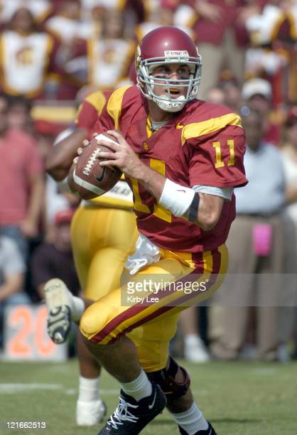 USC quarterback Matt Leinart dropss back to pass during 2317 victory over Cal at the Los Angeles Memorial Colsieum in Pac10 Conference football game...