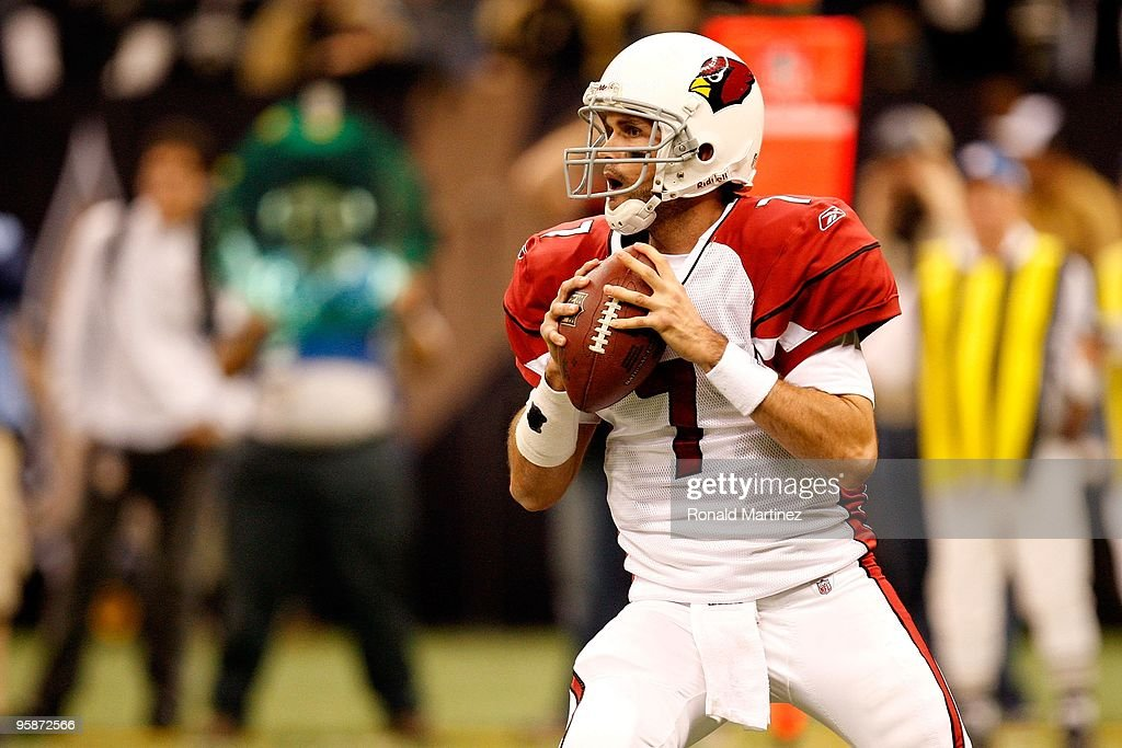 Quarterback <a gi-track='captionPersonalityLinkClicked' href=/galleries/search?phrase=Matt+Leinart&family=editorial&specificpeople=171669 ng-click='$event.stopPropagation()'>Matt Leinart</a> #7 of the Arizona Cardinals looks to pass against the New Orleans Saints during the NFC Divisional Playoff Game at Louisana Superdome on January 16, 2010 in New Orleans, Louisiana. The Saints won 45-14.