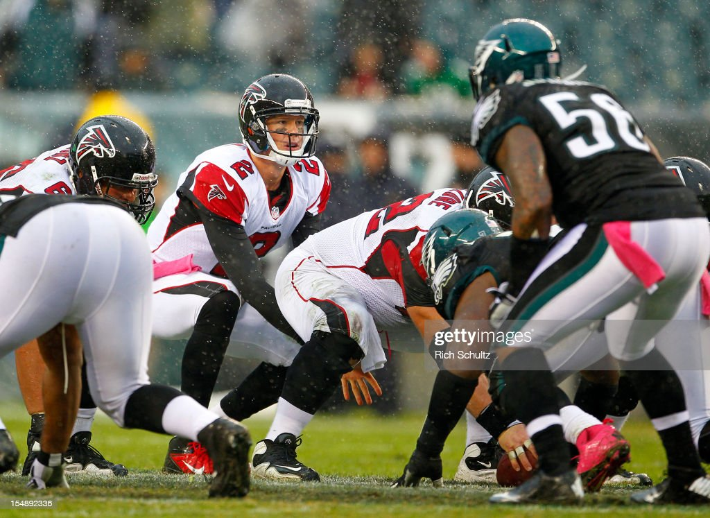 Quarterback Matt Ryan #2 of the Atlanta Falcons gets ready to take the snap during the fourth quarter in a game against the Philadelphia Eagles at Lincoln Financial Field on October 28, 2012 in Philadelphia, Pennsylvania. The Falcons defeated the Eagles 30-17.