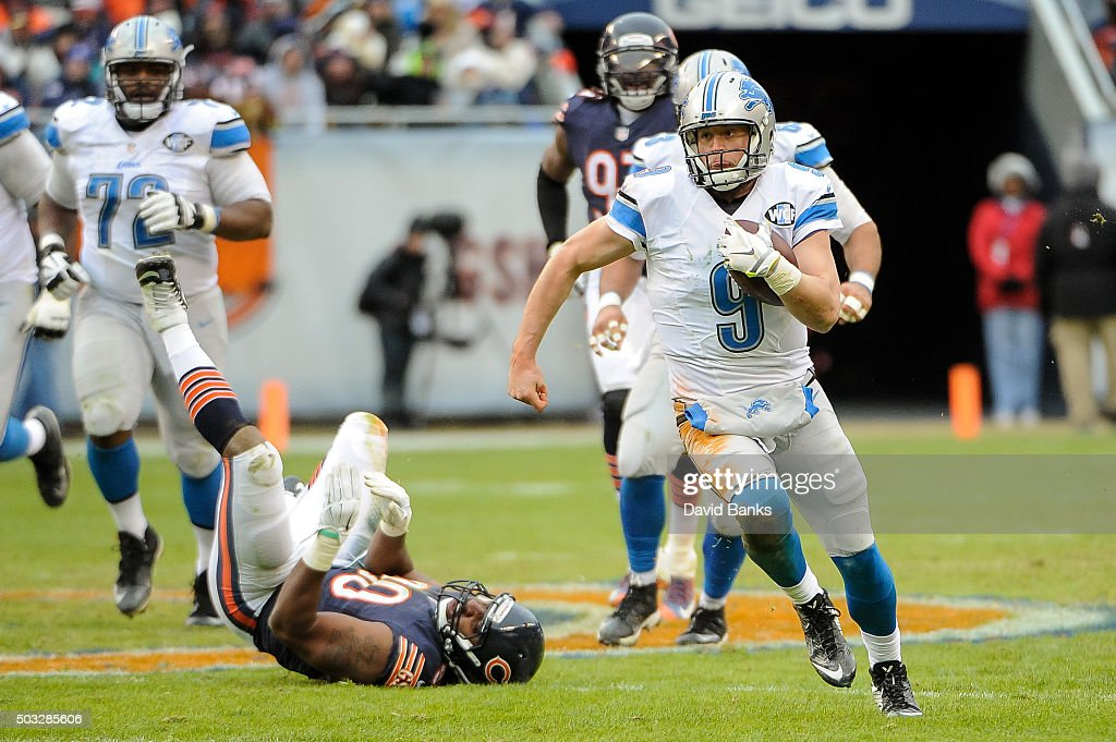 Quarterback Matthew Stafford #9 of the Detroit Lions carries the football in the third quarter against the Chicago Bears at Soldier Field on January 3, 2016 in Chicago, Illinois. The Detroit Lions defeat the Chicago Bears 24 to 20.