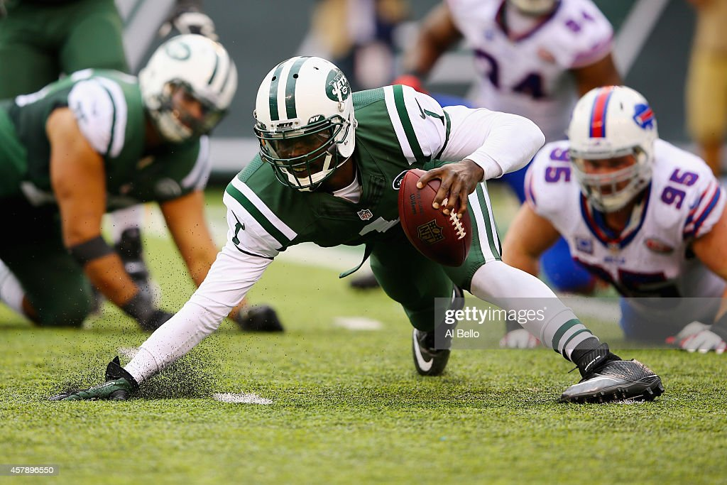 Quarterback Michael Vick #1 of the New York Jets controls the ball against Kyle Williams #95 of the Buffalo Bills in the third quarter at MetLife Stadium on October 26, 2014 in East Rutherford, New Jersey.