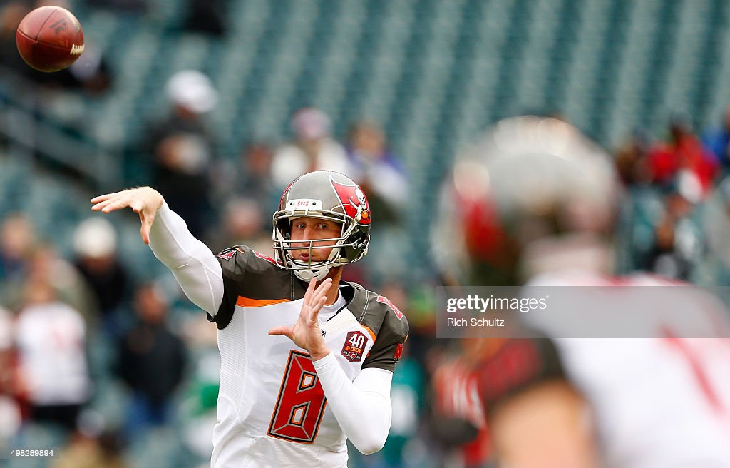 Quarterback <a gi-track='captionPersonalityLinkClicked' href=/galleries/search?phrase=Mike+Glennon+-+American+football-speler&family=editorial&specificpeople=11404080 ng-click='$event.stopPropagation()'>Mike Glennon</a> #8 of the Tampa Bay Buccaneers throws a pass during warm-ups before the game against the Philadelphia Eagles at Lincoln Financial Field on November 22, 2015 in Philadelphia, Pennsylvania.
