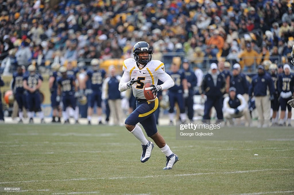 Quarterback Pat White #5 of the West Virginia University Mountaineers runs the football during a Big East Conference college football game against the University of Pittsburgh Panthers at Heinz Field on November 28, 2008 in Pittsburgh, Pennsylvania. The Pitt Panthers defeated the Mountaineers 19-15.