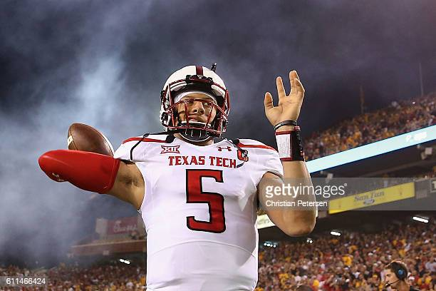 Quarterback Patrick Mahomes II of the Texas Tech Red Raiders warms up before the start of the college football game against the Arizona State Sun...