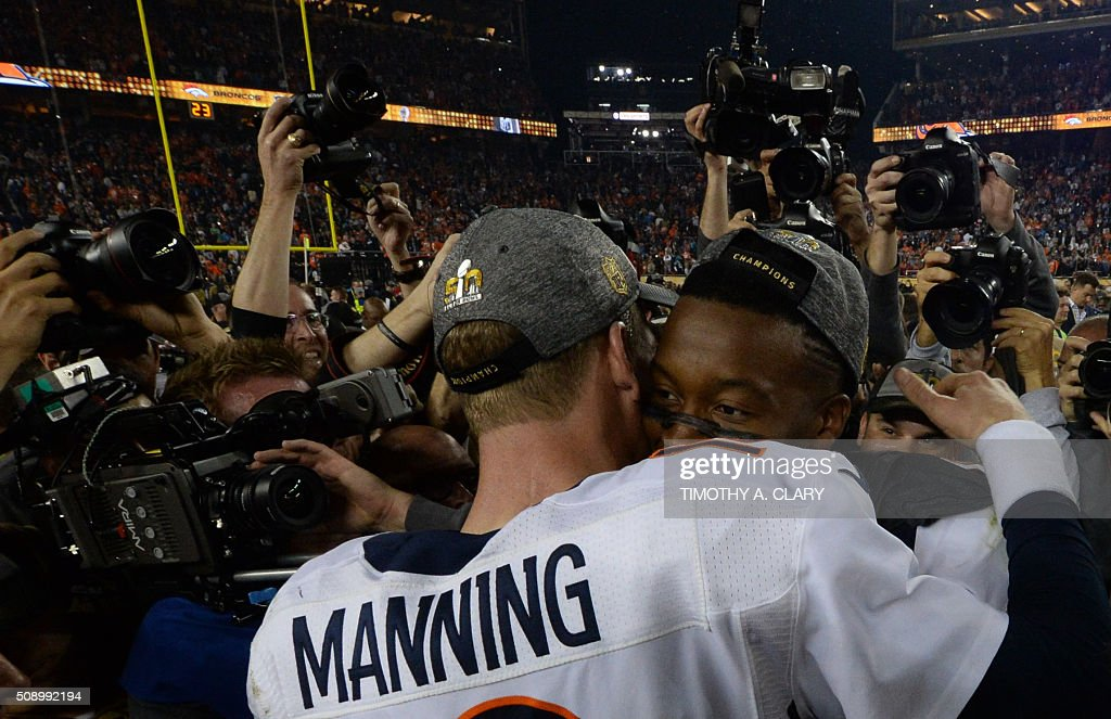 Quarterback Petyton Manning of the Denver Broncos is surrounded by the media following victory over the Carolina Panthers in Super Bowl 50 at Levi's Stadium in Santa Clara, California February 7, 2016. Peyton Manning clinched a fairytale second Super Bowl victory as the Denver Broncos produced an astonishing defensive display to defeat the Carolina Panthers 24-10. / AFP / TIMOTHY A. CLARY