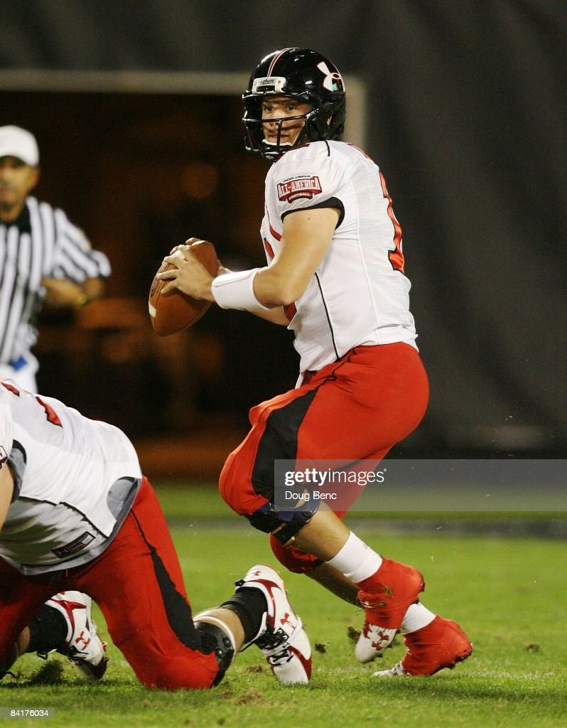 Quarterback Richard Brehaut of the white team drops back to pass in the All America Under Armour Football Game at Florida Citrus Bowl on January 4...