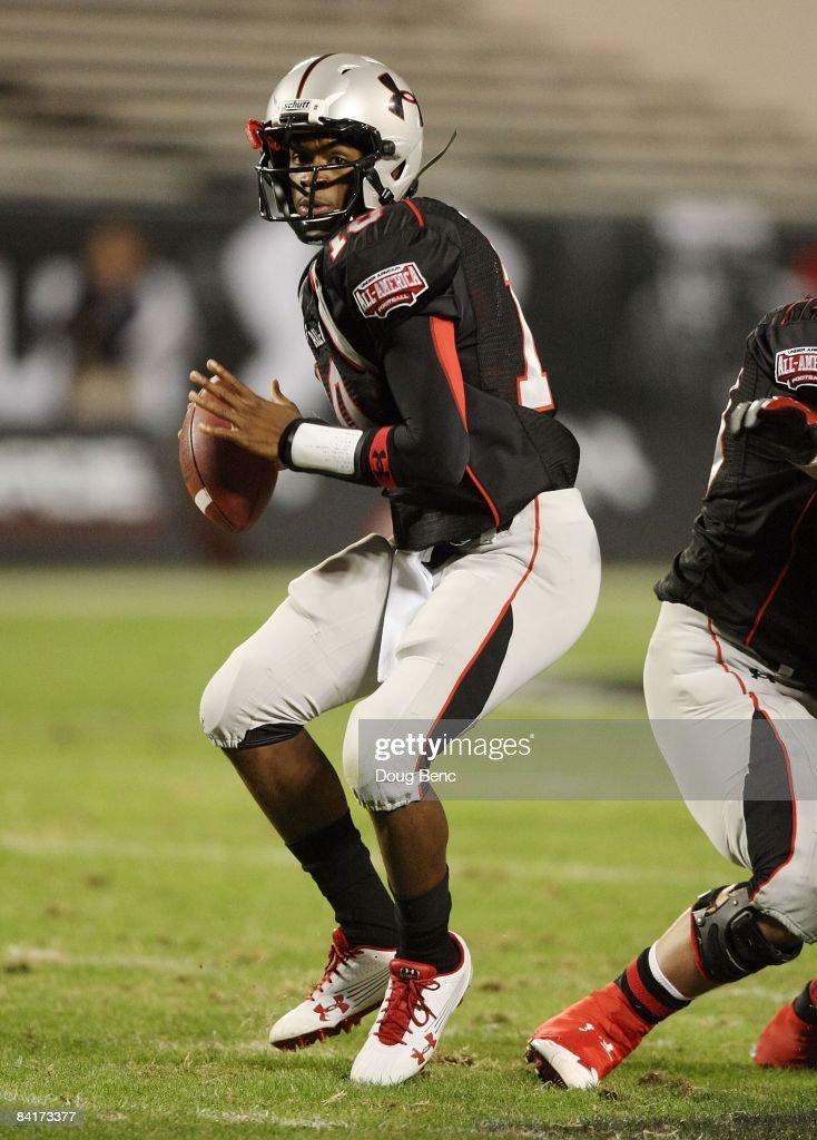 Quarterback Russell Shepard of the black team drops back to pass in the All America Under Armour Football Game at Florida Citrus Bowl on January 4...