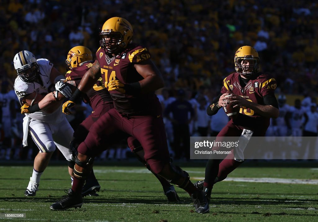 Quarterback Taylor Kelly #10 of the Arizona State Sun Devils scrambles with the football during the college football game against the Washington Huskies at Sun Devil Stadium on October 19, 2013 in Tempe, Arizona. The Sun Devils defeated the Huskies 53-24.