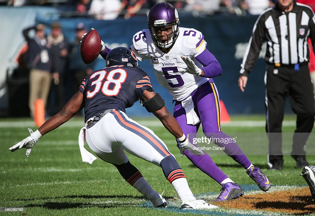 Quarterback <a gi-track='captionPersonalityLinkClicked' href=/galleries/search?phrase=Teddy+Bridgewater&family=editorial&specificpeople=8281522 ng-click='$event.stopPropagation()'>Teddy Bridgewater</a> #5 of the Minnesota Vikings carries the football against <a gi-track='captionPersonalityLinkClicked' href=/galleries/search?phrase=Adrian+Amos&family=editorial&specificpeople=8489598 ng-click='$event.stopPropagation()'>Adrian Amos</a> #38 of the Chicago Bears in the first quarter at Soldier Field on November 1, 2015 in Chicago, Illinois.