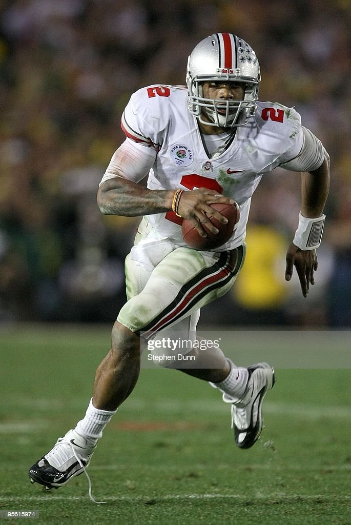 Quarterback <a gi-track='captionPersonalityLinkClicked' href=/galleries/search?phrase=Terrelle+Pryor&family=editorial&specificpeople=4420918 ng-click='$event.stopPropagation()'>Terrelle Pryor</a> #2 of the Ohio State Buckeyes runs with the ball against the Oregon Ducks during the 96th Rose Bowl game on January 1, 2010 in Pasadena, California.
