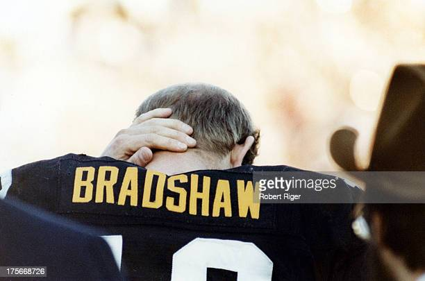 Quarterback Terry Bradshaw of the Pittsburgh Steelers stands on the sidelines during the 1980 Super Bowl XIV against the Los Angeles Rams at the Rose...