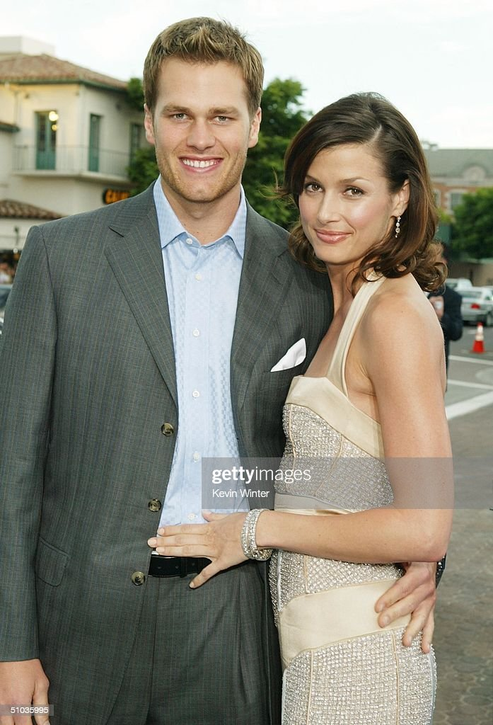 NFL quarterback <a gi-track='captionPersonalityLinkClicked' href=/galleries/search?phrase=Tom+Brady+-+American+Football+Quarterback&family=editorial&specificpeople=201737 ng-click='$event.stopPropagation()'>Tom Brady</a> and actress Bridget Moynahan attend the premiere of 20th Century Fox's 'I, Robot' at the Village Theater on July 7, 2004 in Los Angeles, California.