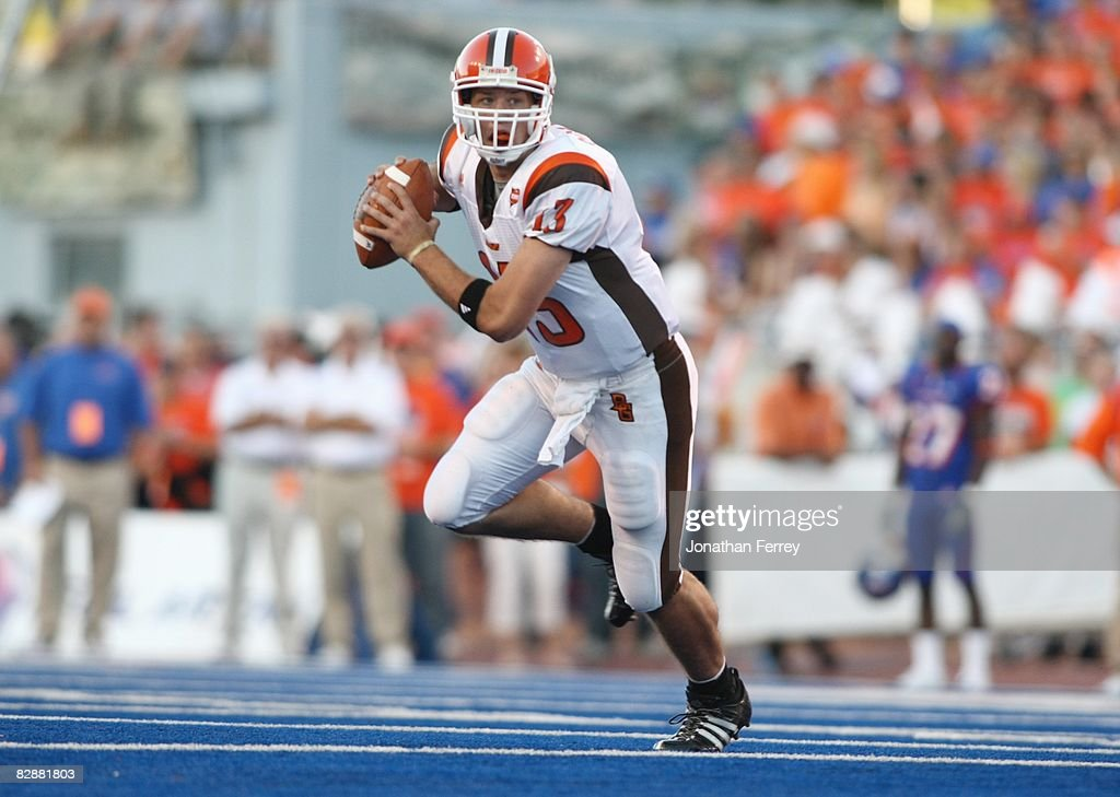 Quarterback Tyler Sheehan of the Bowling Green Falcons looks to pass against the Boise State Broncos at Bronco Stadium on September 13 2008 in Boise...