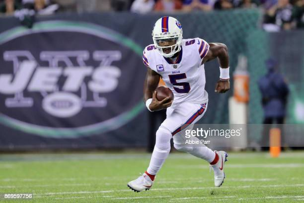 Quarterback Tyrod Taylor of the Buffalo Bills runs the ball against the New York Jets during the first half of the game at MetLife Stadium on...