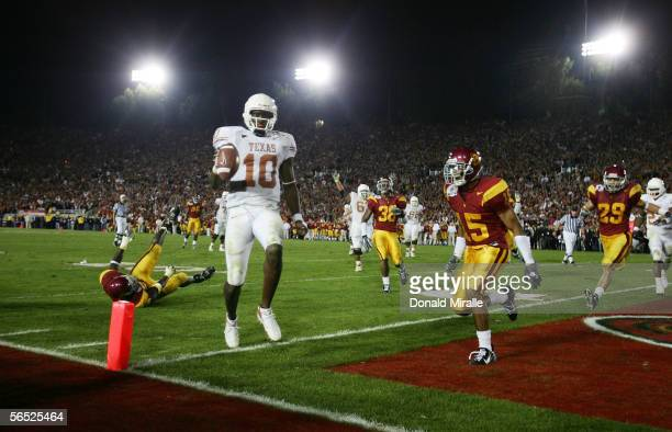 Quarterback Vince Young of the Texas Longhorns scores the winning touchdown against the USC Trojans in the fourth quarter during the BCS National...
