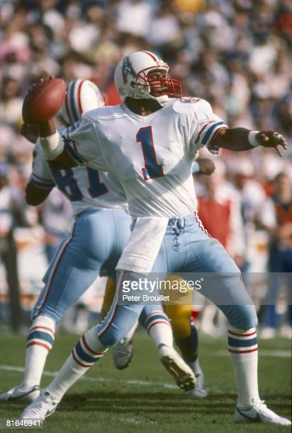 Quarterback Warren Moon of the Houston Oilers passes dowfield in a 16 to 27 loss to the Los Angeles Rams on December 9 1984 at Anaheim Stadium in...