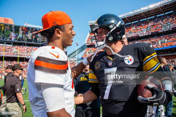 Quarterbacks DeShone Kizer of the Cleveland Browns and Ben Roethlisberger of the Pittsburgh Steelers talk after the Steelers defeated the Browns 2118...