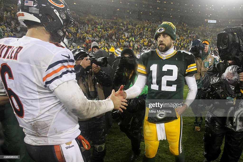 Quarterbacks <a gi-track='captionPersonalityLinkClicked' href=/galleries/search?phrase=Jay+Cutler&family=editorial&specificpeople=622249 ng-click='$event.stopPropagation()'>Jay Cutler</a> #6 of the Chicago Bears and <a gi-track='captionPersonalityLinkClicked' href=/galleries/search?phrase=Aaron+Rodgers+-+Quarterback+de+futebol+americano&family=editorial&specificpeople=215257 ng-click='$event.stopPropagation()'>Aaron Rodgers</a> #12 of the Green Bay Packers shake hands after the Bears defeated the Packers 17 to 13. at Lambeau Field on November 26, 2015 in Green Bay, Wisconsin.