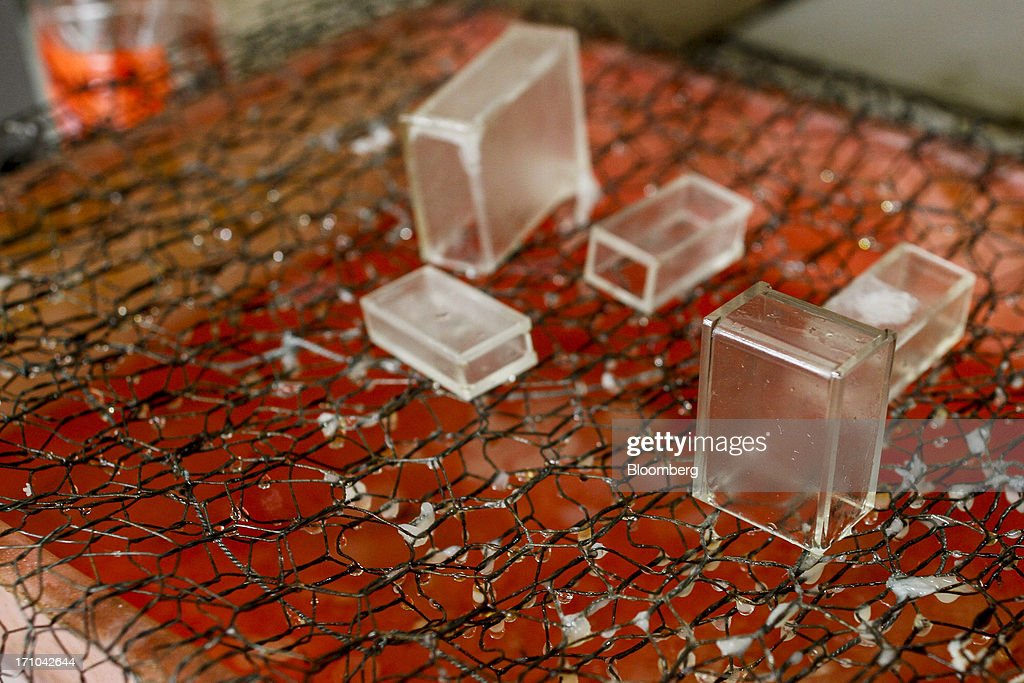 Quartz cells, used for analyzing the color of oil, sit on wire mesh in a laboratory of the quality assurance department at the Ruchi Soya Industries Ltd. edible oil refinery plant in Patalganga, India, on Tuesday, June 18, 2013. Monsoon, which accounts for 70 percent of Indias annual rainfall, covered the entire country in a record time, accelerating plantings of crops from rice to soybeans and cotton. Rains covered the whole of India by June 16, the earliest ever and ahead of the normal date of July 15, said D.S. Pai, head of the long-range forecasting division at the India Meteorological Department. Photographer: Dhiraj Singh/Bloomberg via Getty Images