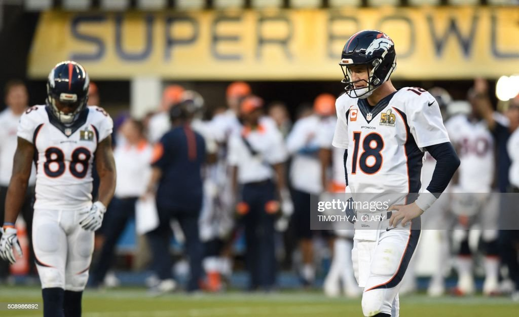 Quaterback Peyton Manning (R) of the Denver Broncos and teammate Demaryius Thomas (L) await play against the Carolina Panthers during Super Bowl 50 at Levi's Stadium in Santa Clara, California February 7, 2016. / AFP / TIMOTHY A. CLARY