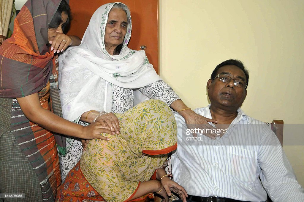 Quazi Mohammad Ahsanullah (R), the father of Bangladeshi national Quazi Mohammad Rezwanul Ahsan Nafis who arrested in New York for attempting to detonate a bomb, cries alongside other relatives in Dhaka on October 18, 2012. A Bangladeshi man with alleged al-Qaeda links was arrested October 17, 2012 in New York on charges of trying to use a 1,000 pound bomb to destroy the city's Federal Reserve building. Quazi Mohammad Rezwanul Ahsan Nafis, 21, was arrested in Manhattan after he tried to detonate what he thought was a live bomb, but was actually a dummy provided in a sting operation, federal prosecutors in Brooklyn said. AFP PHOTO/ STR