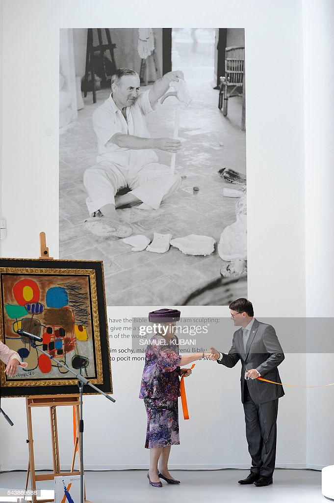 Queen Beatrix of The Netherlands and Slovak Minister of Culture Marek Madaric open the exhibition 'European Stars: Mir and Cobra' at the Danubiana Meulensteen Art Museum in Bratislava on June 30, 2016. Netherlands hands over the rotating six-month Presidency of the Council of the European Union to Slovakia. / AFP / SAMUEL