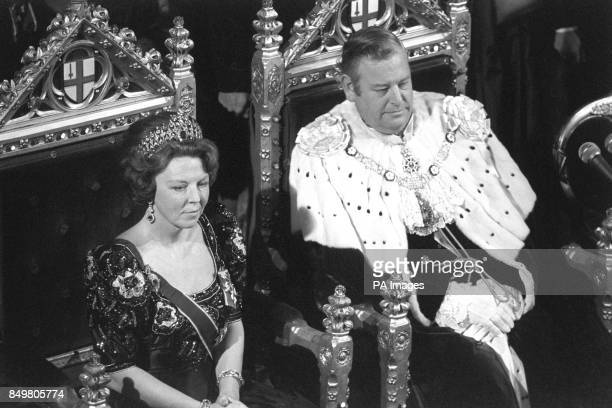 Queen Beatrix of the Netherlands and the Lord Mayor of London Sir Anthony Jolliffe at the Court of Common Council in the Old Library at London's...