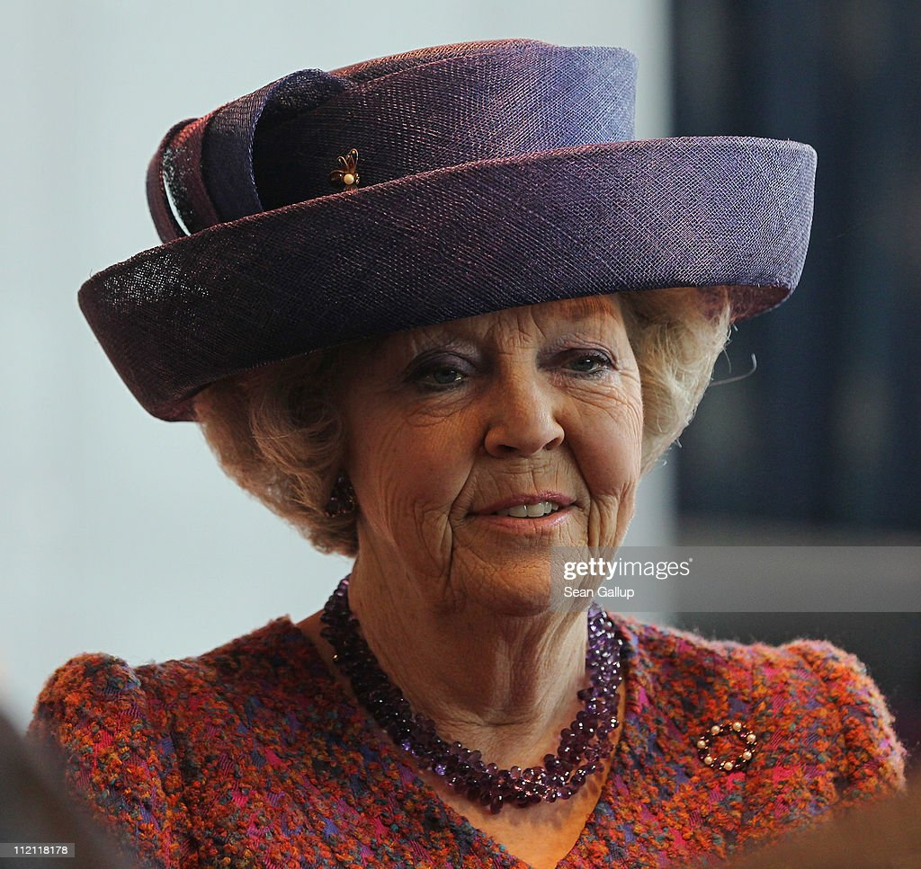 Queen Beatrix of the Netherlands arrives to meet with Dutch and German businessmen at the Nhow Hotel on April 13 2011 in Berlin Germany The Dutch...