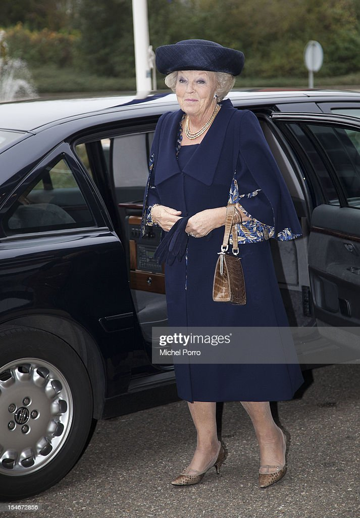 Queen <a gi-track='captionPersonalityLinkClicked' href=/galleries/search?phrase=Beatrix+of+the+Netherlands&family=editorial&specificpeople=92396 ng-click='$event.stopPropagation()'>Beatrix of the Netherlands</a> waits for President Giorgio Napolitano of Italy before their visit to the European Space Agency on October 24, 2012 in Noordwijk aan Zee, Netherlands.