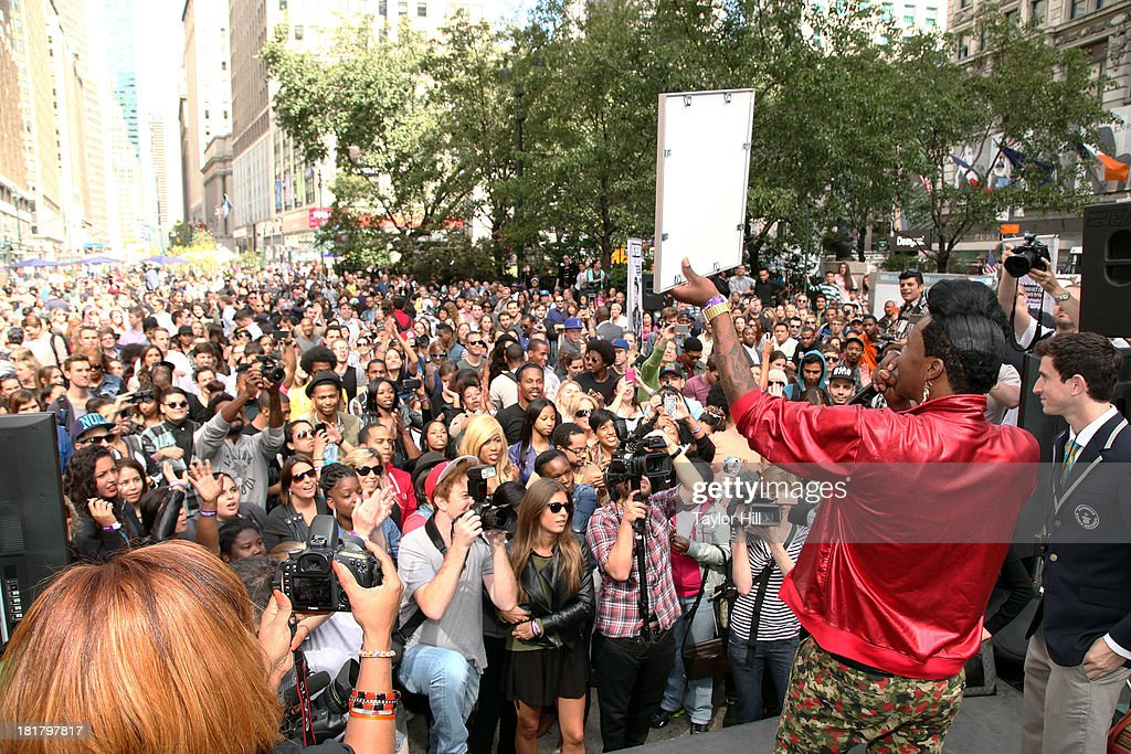 Queen diva <a gi-track='captionPersonalityLinkClicked' href=/galleries/search?phrase=Big+Freedia&family=editorial&specificpeople=7263232 ng-click='$event.stopPropagation()'>Big Freedia</a> breaks the Guinness world record for most simultaneous twerking at Herald Square on September 25, 2013 in New York City.