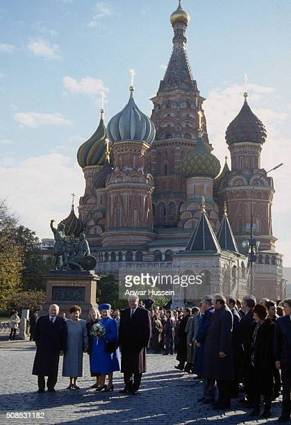 Queen Elizabeth II accompanied by President Boris Yeltsin and Naina Yeltsin stands outside St Basil's Cathedral during a visit to Moscow's famous Red...