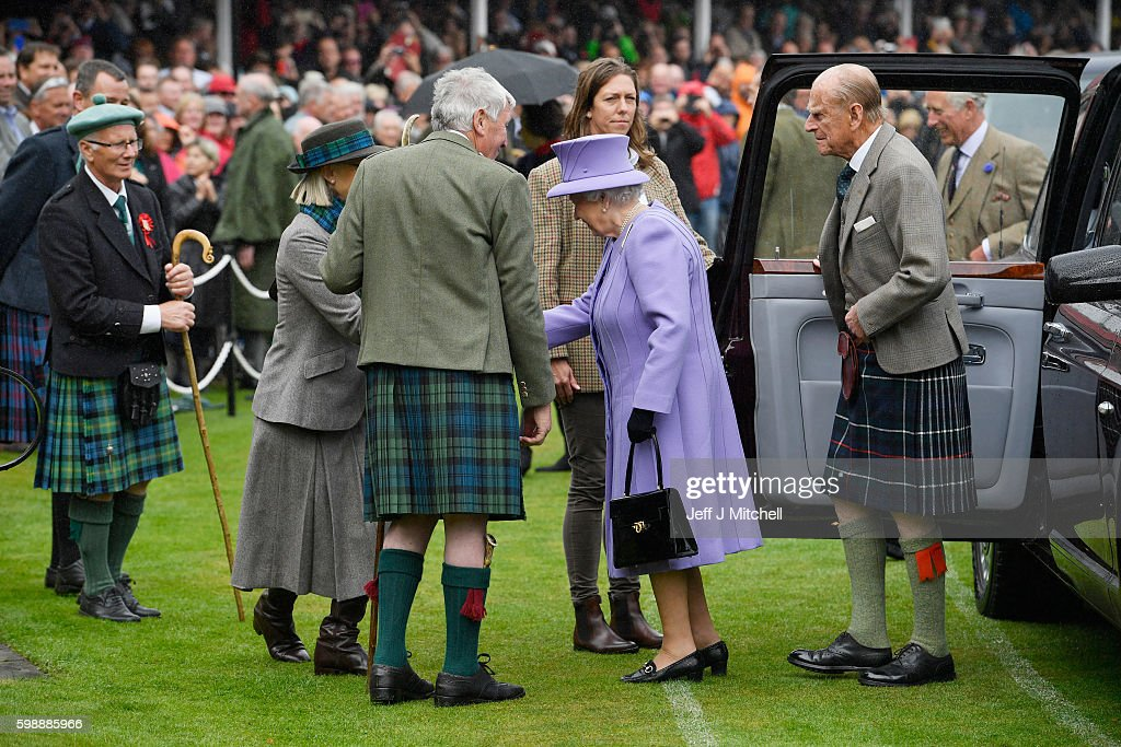 queen-elizabeth-ii-and-her-husband-prince-philip-arrive-at-the-on-picture-id598885966