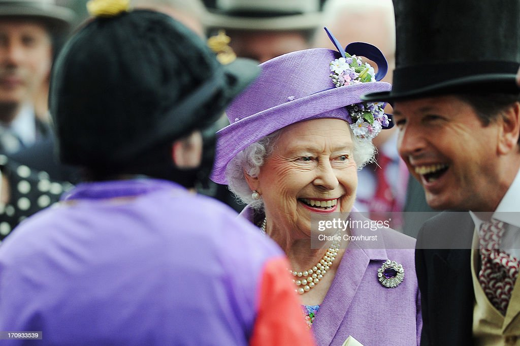 Queen <a gi-track='captionPersonalityLinkClicked' href=/galleries/search?phrase=Elizabeth+II&family=editorial&specificpeople=67226 ng-click='$event.stopPropagation()'>Elizabeth II</a> and <a gi-track='captionPersonalityLinkClicked' href=/galleries/search?phrase=John+Warren+-+Racing+Advisor&family=editorial&specificpeople=14677107 ng-click='$event.stopPropagation()'>John Warren</a> on Ladies' Day during day three of Royal Ascot at Ascot Racecourse on June 20, 2013 in Ascot, England.