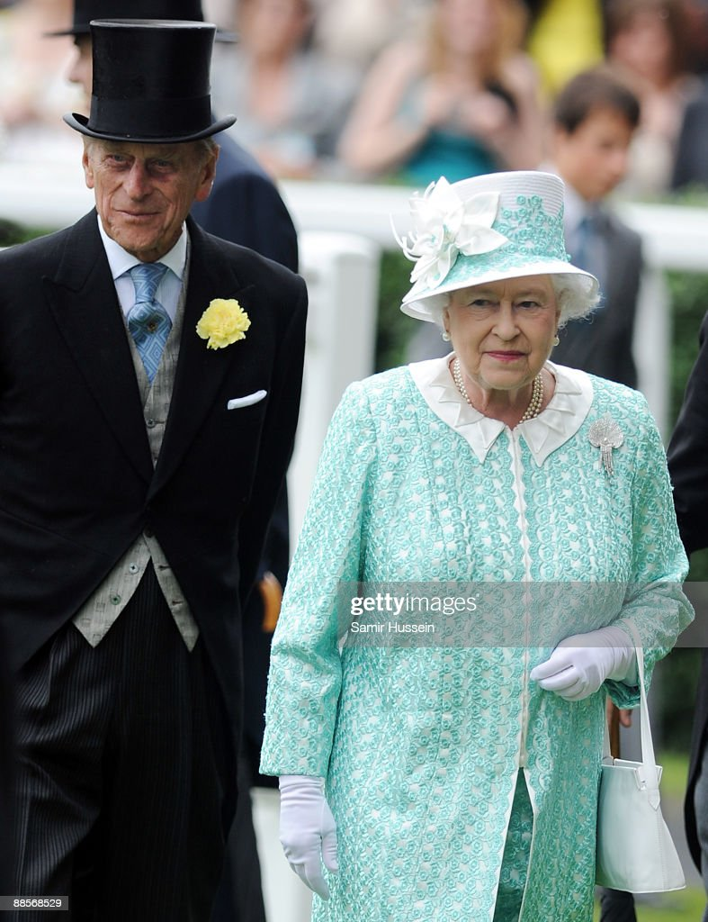 Queen <a gi-track='captionPersonalityLinkClicked' href=/galleries/search?phrase=Elizabeth+II&family=editorial&specificpeople=67226 ng-click='$event.stopPropagation()'>Elizabeth II</a> and Prince Philip, Duke of Edinbugh attend Ladies Day of Royal Ascot at Ascot Racecourse on June 18, 2009 in Ascot, England.