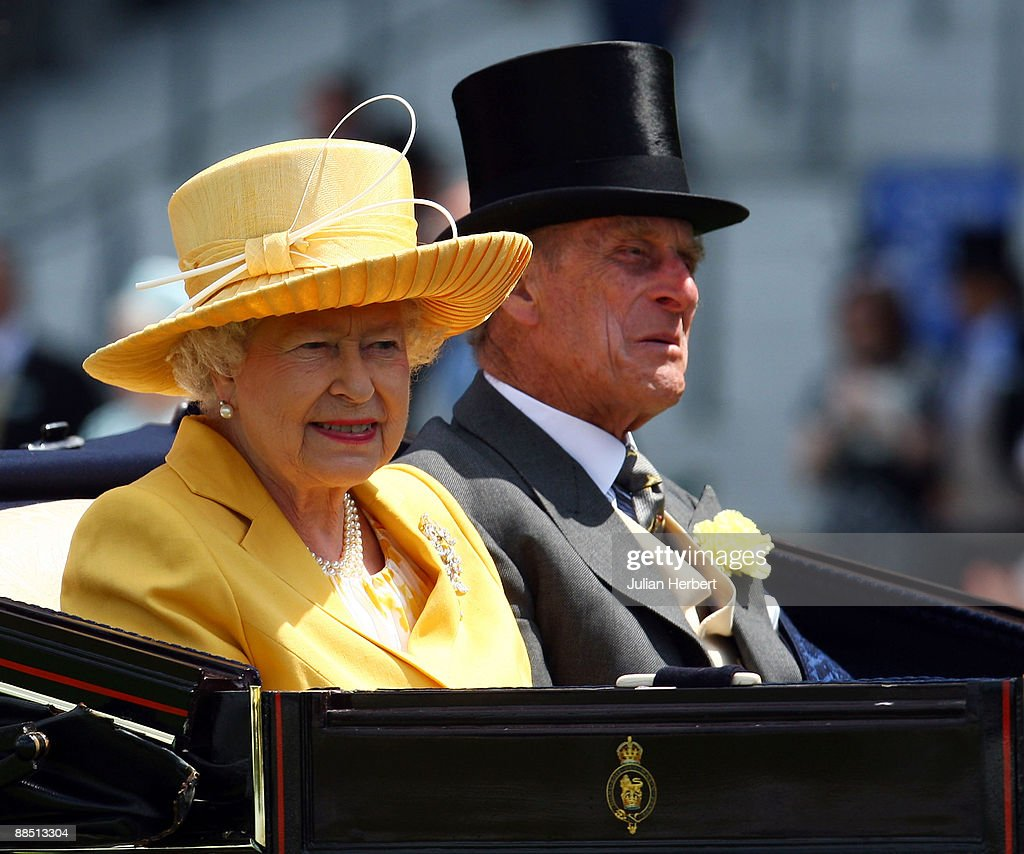 Queen <a gi-track='captionPersonalityLinkClicked' href=/galleries/search?phrase=Elizabeth+II&family=editorial&specificpeople=67226 ng-click='$event.stopPropagation()'>Elizabeth II</a> and Prince Philip, Duke of Edinburgh arrive at Ascot Racecourse on the 1st Day of The Royal Meeting at Ascot Racecourse on June 16, 2009 in Ascot, England.