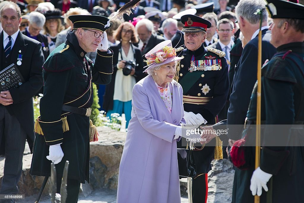 Queen <a gi-track='captionPersonalityLinkClicked' href=/galleries/search?phrase=Elizabeth+II&family=editorial&specificpeople=67226 ng-click='$event.stopPropagation()'>Elizabeth II</a> and <a gi-track='captionPersonalityLinkClicked' href=/galleries/search?phrase=Prince+Philip&family=editorial&specificpeople=92394 ng-click='$event.stopPropagation()'>Prince Philip</a>, Duke of Edinburgh attend a commemorative service at the Scottish National War Memorial at Edinburg Castle on July 3, 2014 in Edinburgh, Scotland. The Queen and The Duke of Edinburgh have spent the week in Scotland attending various events and staying at the Palace of Holyroodhouse. The visit comes before the referendum vote on the 18th September.