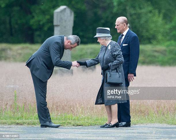 Queen Elizabeth II and Prince Philip Duke of Edinburgh visit the concentration camp memorial at BergenBelsen on June 26 2015 in Lohheide Germany The...