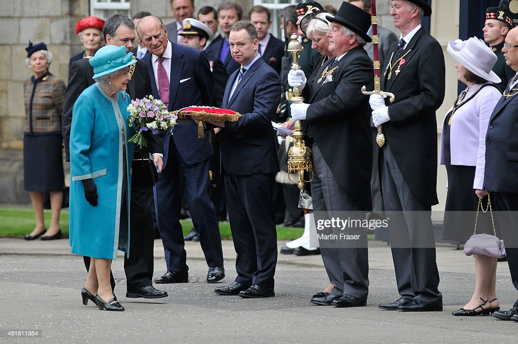 Queen <a gi-track='captionPersonalityLinkClicked' href=/galleries/search?phrase=Elizabeth+II&family=editorial&specificpeople=67226 ng-click='$event.stopPropagation()'>Elizabeth II</a> and Prince Phillip, Duke of Edinburgh attend the Ceremony of The Keys, at The Palace Of Holyroodhouse on June 30, 2014 in Edinburgh, Scotland.
