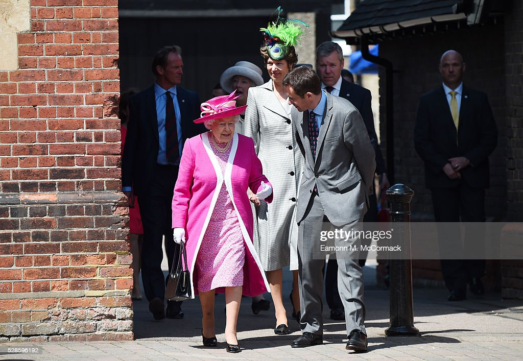 Queen <a gi-track='captionPersonalityLinkClicked' href=/galleries/search?phrase=Elizabeth+II&family=editorial&specificpeople=67226 ng-click='$event.stopPropagation()'>Elizabeth II</a> and Principal Richard Backhouse during Berkhamsted School's 475th Anniversarty celebrations on May 6, 2016 in Berkhamsted, England.