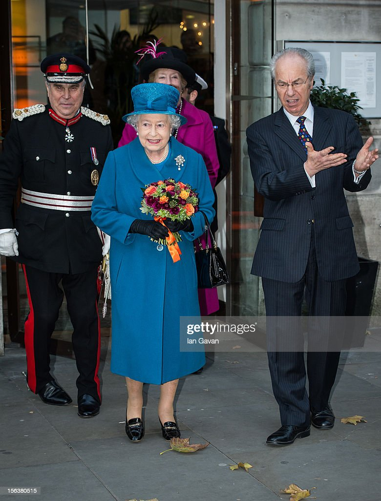 Queen <a gi-track='captionPersonalityLinkClicked' href=/galleries/search?phrase=Elizabeth+II&family=editorial&specificpeople=67226 ng-click='$event.stopPropagation()'>Elizabeth II</a> and Royal Commonwealth Society Chairman Peter Kellner depart after her visit to the Royal Commonwealth Society on November 14, 2012 in London, England.